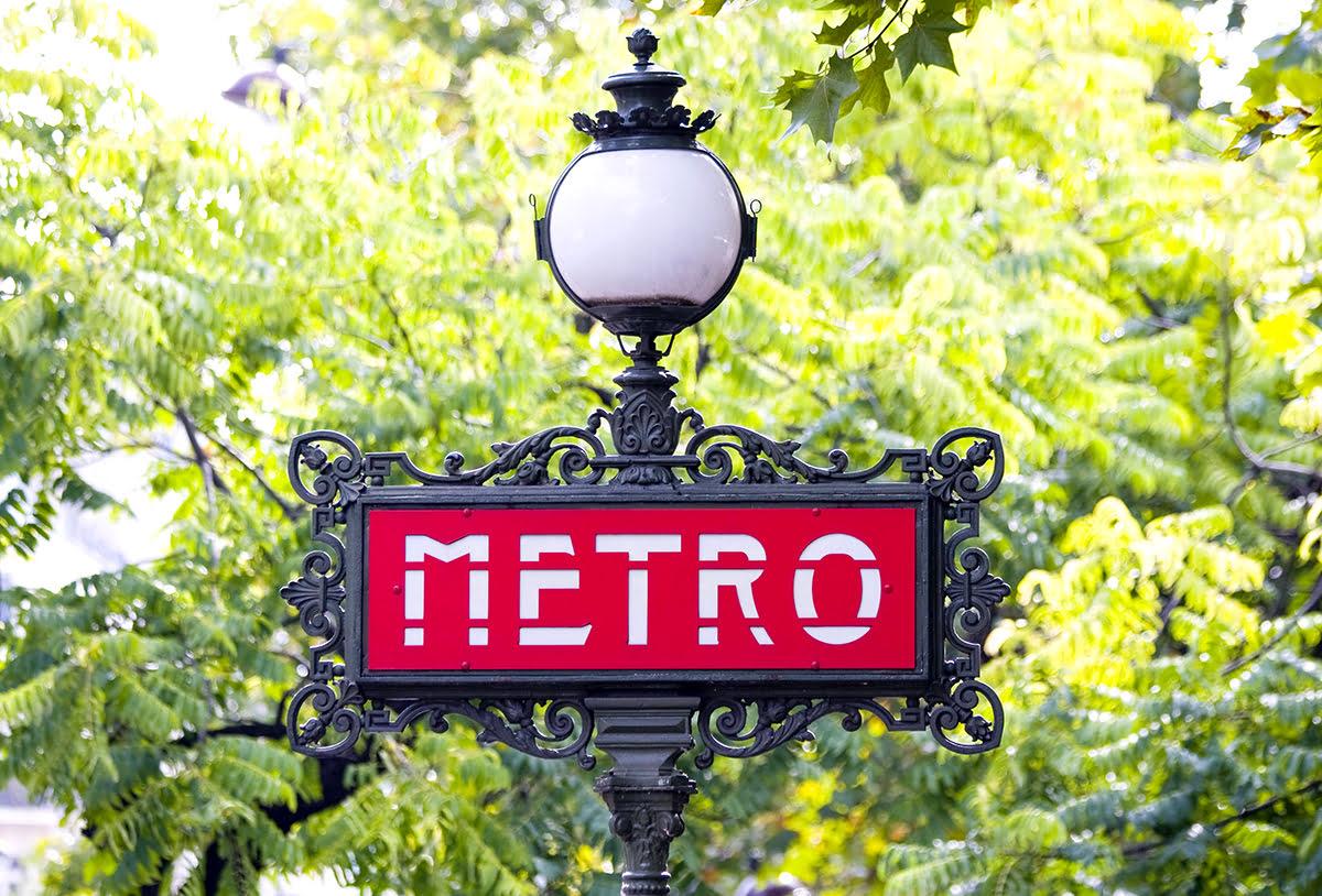 Paris attractions-travel France-Paris metro-bus
