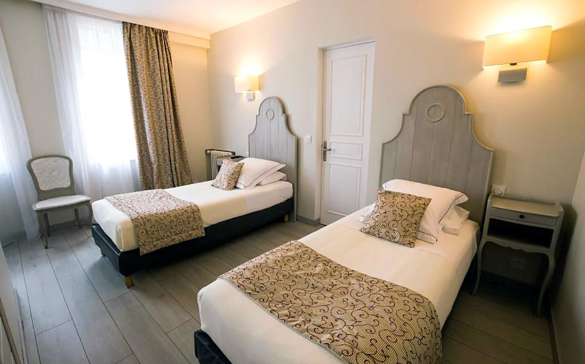 Day trips from Paris-France-travel-Hotel Le Lion D'Or et Restaurant La Table Du Lion