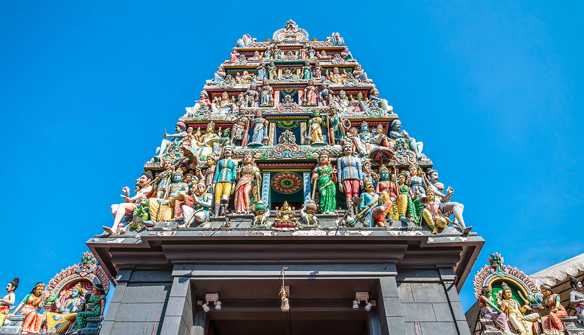 Places to visit in Singapore-Sri Mariamman Temple