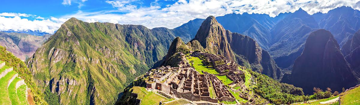 Hiking in Peru-Featured photo-Machu Picchu-Rainbow Mountain