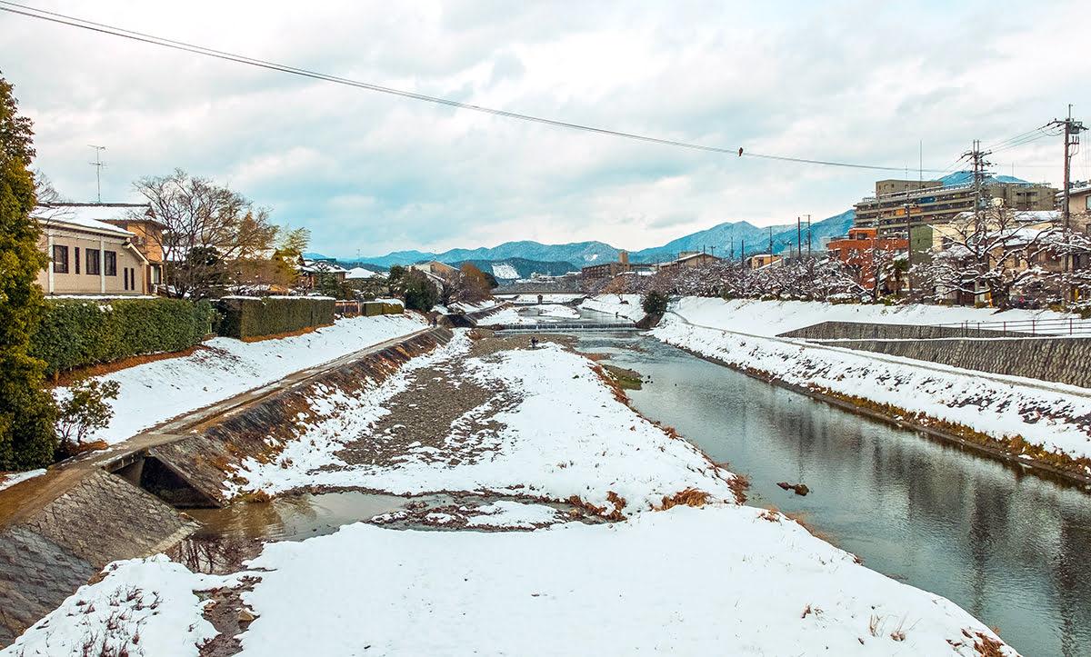 Best time to visit Kyushu-winter-bridge-mountain-torii
