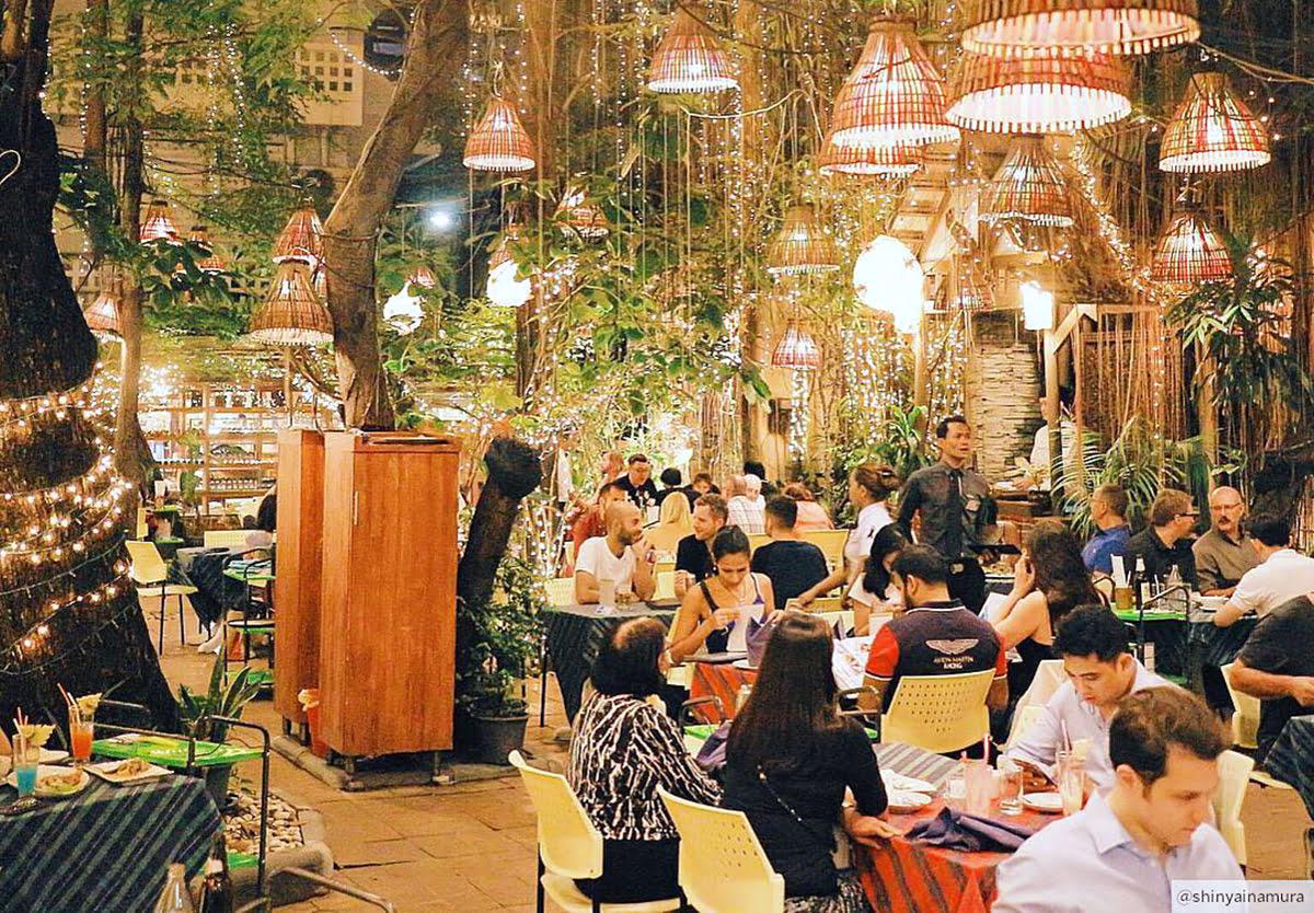 Bangkok vacation rentals-holiday homes-Thailand-Cabbages & Condoms-Soi Cowboy