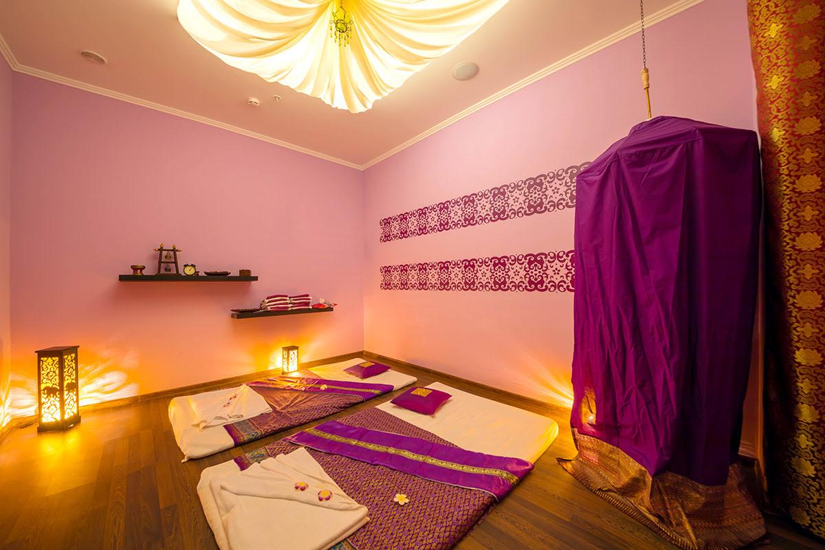 Massage in Bangkok-Thailand-inside spa-massage beds