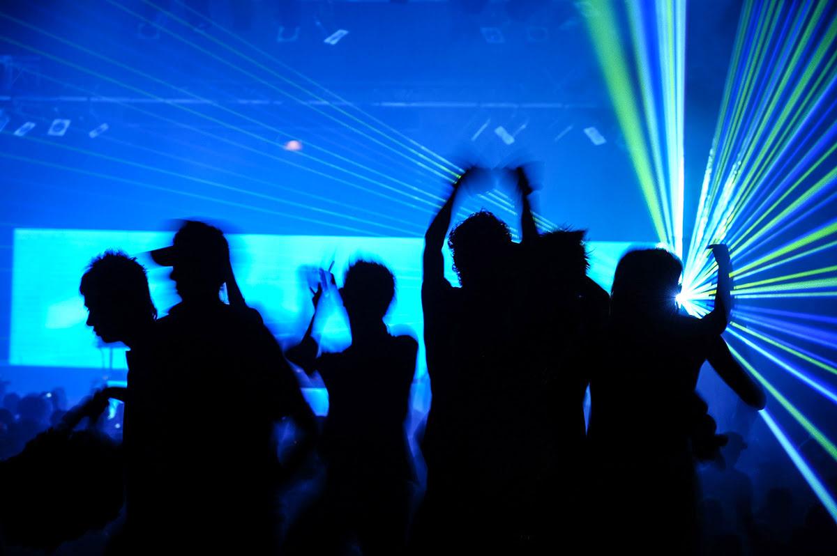 Sukhumvit guide-Bangkok-Thailand-nightlife-Titanium Club and Ice Bar-Demo