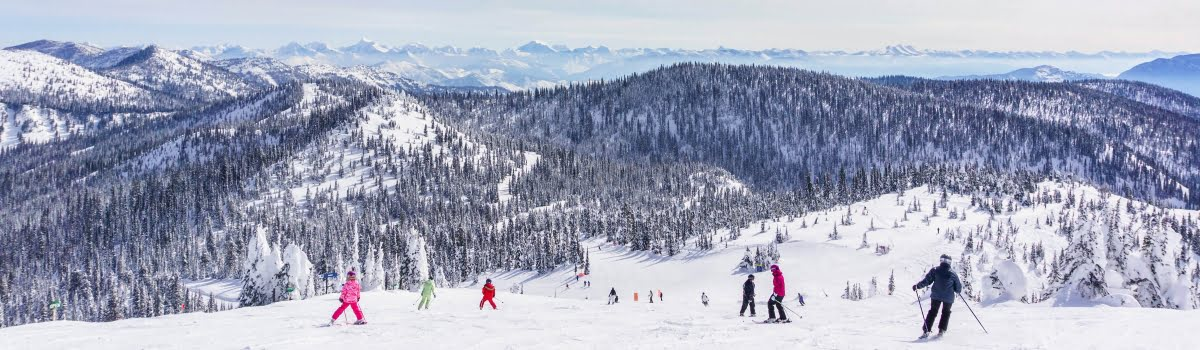 Best US ski resorts-Featured photo (1200x350) Snow mountain in US with skiers