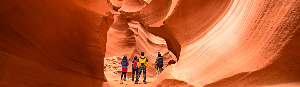 Featured photo-Antelope Canyon tours-hiking