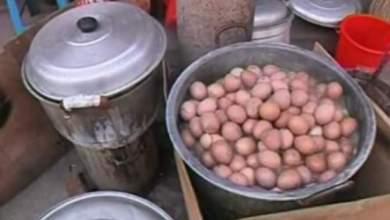 Photo of فيديو: سلق البيض ببول الأطفال عوض الماء يجلب الصحة في الصين