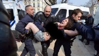 """Photo of ليلة القبض على أمينة التونسية العارية بفرنسا وهي تحاول حرق راية """"الشهادتين"""""""