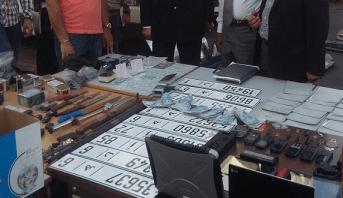 Photo of الدار البيضاء: حجز بندقية صيد وكميات من المخدرات ولوحات ترقيم للسيارات