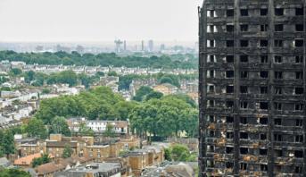 """Photo of """"إخلاء فوري"""" لخمسة أبراج سكنية في لندن خشية اندلاع حرائق"""