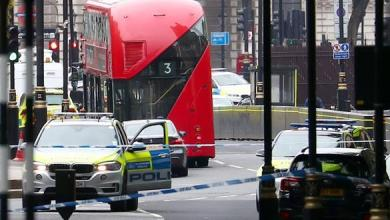 Photo of بريطانيا: سيارة تصدم الحواجز الأمنية للبرلمان وتخلف إصابات في المارة