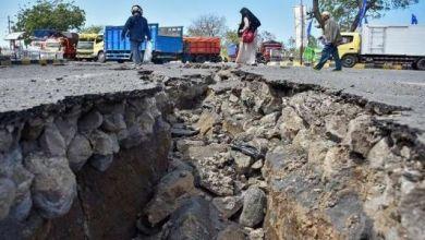 Photo of حصيلة جديدة.. حوالي 400 قتيل و500 جريح في زلزال وتسونامي أندونيسيا