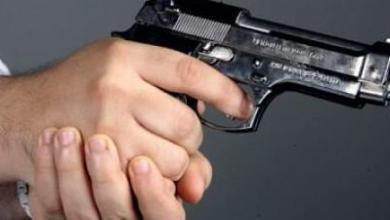 Photo of العيون: شرطي يستخدم مسدسه للسيطرة على شخص من ذوي السوابق عر ض حياة المواطنين ورجال الشرطة لخطر جدي