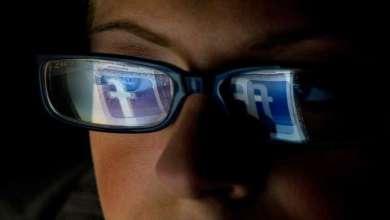 """Photo of الحياة السرية لمراقبي """"الإباحية والجرائم الوحشية"""" على """"فيسبوك"""""""