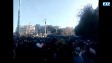 Photo of صدامات بين الشرطة الجزائرية ومتظاهرين يحتجون على ولاية خامسة للرئيس بوتفليقة