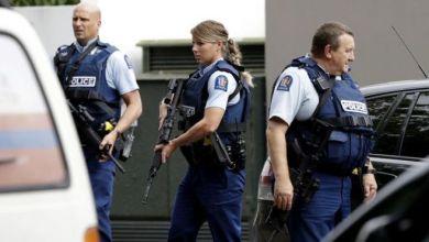Photo of قائد الشرطة في نيوزيلندا.. مسلح واحد فقط نفذ الهجوم على المسجدين