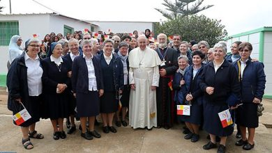 Photo of البابا فرانسيس يلتقي بأعضاء ومتطوعي المركز القروي للأعمال الاجتماعية بتمارة