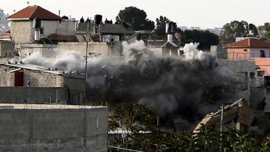 Photo of الاحتلال الإسرائيلي يهدم منزل عائلة شهيد فلسطيني شمال الضفة الغربية