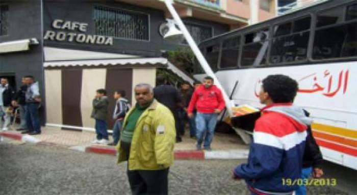 "Photo of عاجل: حافلة ""تقتحم"" مقهى بالدار البيضاء والحصيلة 15 جريحا"