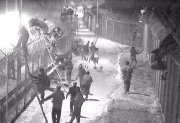 Photo of هجوم 300 مهاجر إفريقي على السياج الحديدي بمليلية وإصابة عناصر الحرس المدني الإسباني