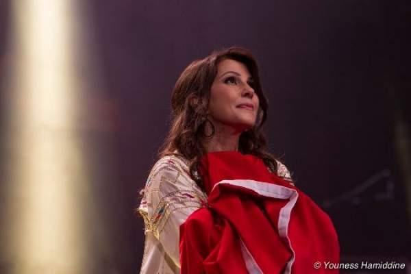 Photo of الماجدة تُشرق بالأبيض وتُصلي للمغرب في ليل موازين