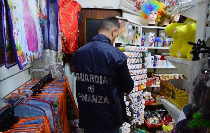 Latina. Maxi  sequestro di articoli carnascialeschi contraffatti e pericolosi