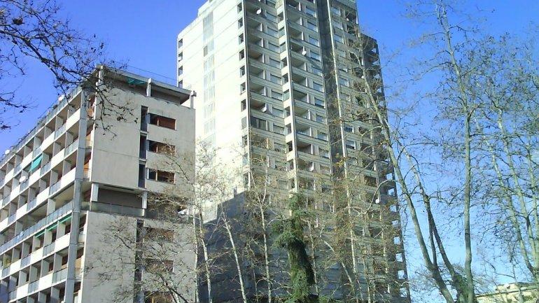 Latina, spaccio di droga al grattacielo Pennacchi, due ventenni denunciati