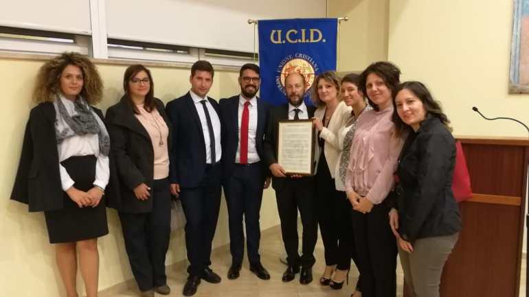 Latina. I Giovani dell'UCID consegnano il Manifesto dell'impresa etica a Paolo Grignaschi