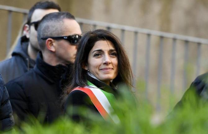 Roma, il sindaco Raggi blocca i fondi per la case famiglia? Sarebbe una iattura