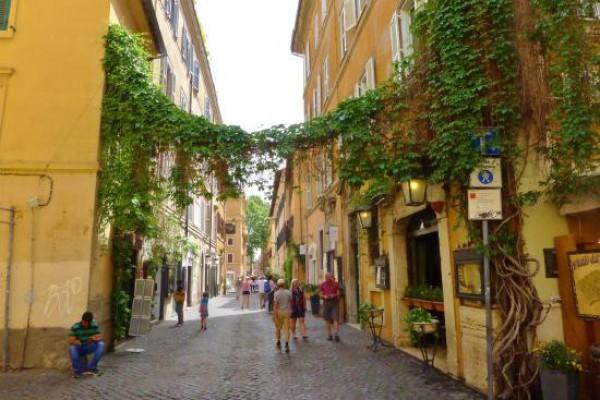 Roma. Assotutela: Accanimento Raggi contro attività storiche