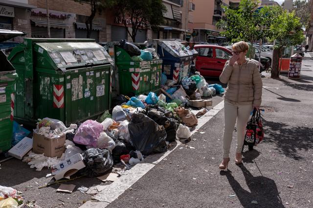 """Roma. Rifiuti, Assotutela:""""Preoccupati per la situzione, esposto in Procura"""""""