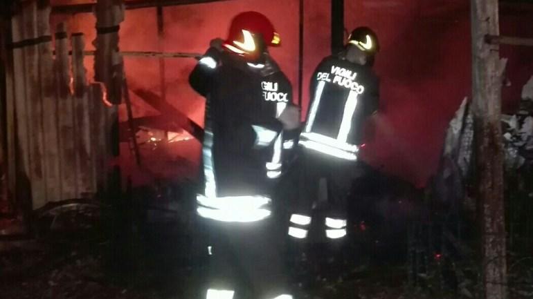 Latina. Furiosi incendi tra via Nascosa e via del Lido. Residenti in fuga