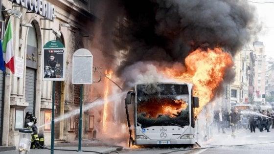 """Roma. """"Ancora bus Atac a fuoco. Esposto in Procura"""""""