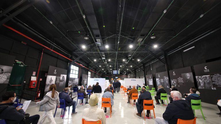 Coronavirus: Zingaretti inaugura nuovo hub vaccinale in Studios Cinecittà