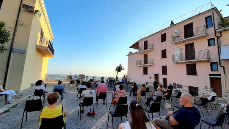Sezze: la cultura della gentilezza in piazza