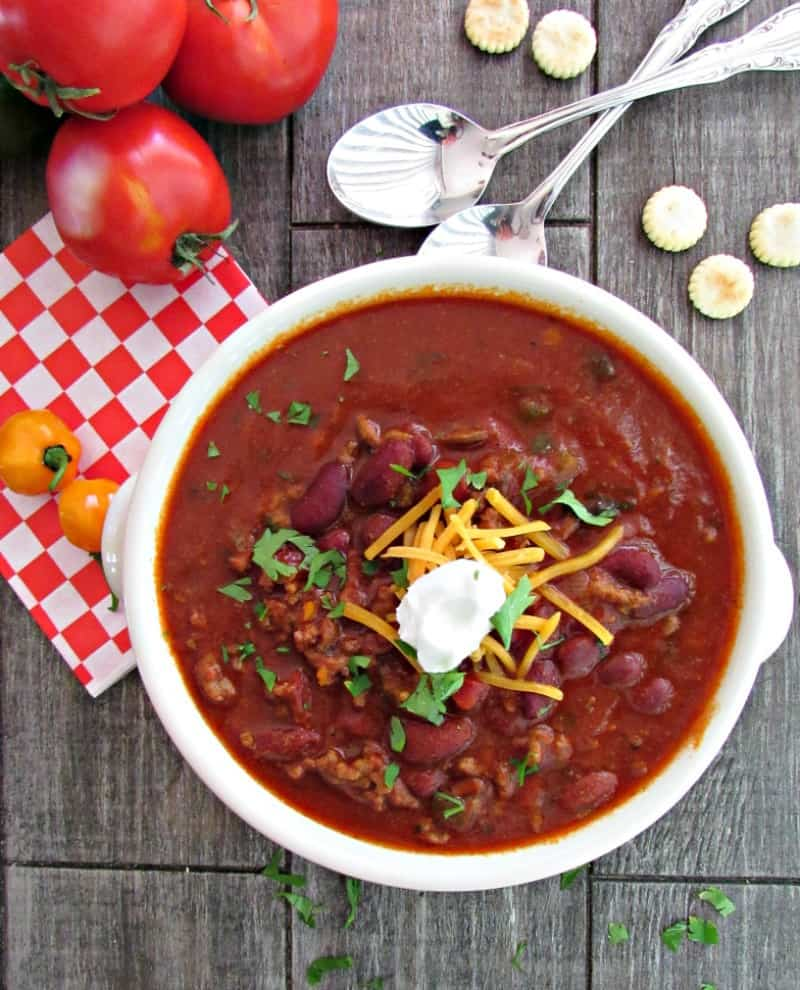 Quick and easy Ground Beef Chili ~ loaded with beef, beans and bold spicy flavor. Slow cooker AND 30 minute stove top options.