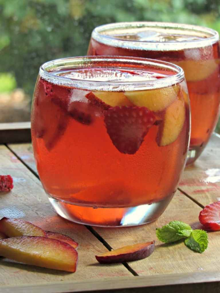 http://thepioneerwoman.com/food-and-friends/how-to-make-simple-syrup/
