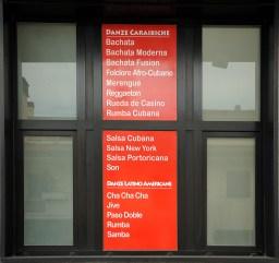 Scritte in quadricromia per finestra sinistra della scuola di ballo Diablo Latino international