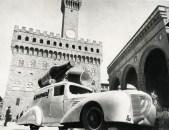 Auto pubblicitara per Campari in piazza della Signoria a Firenze
