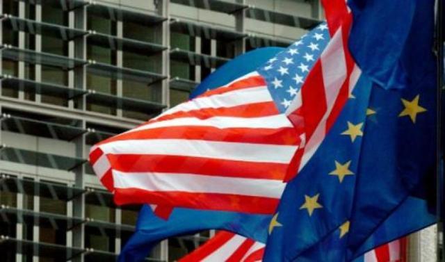 Le bandiere dell'Ue e degli Usa