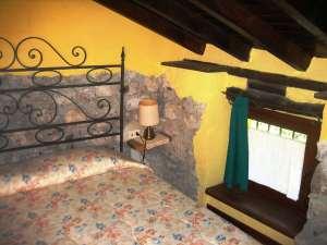 Camera 2 - Letto e Finestrella