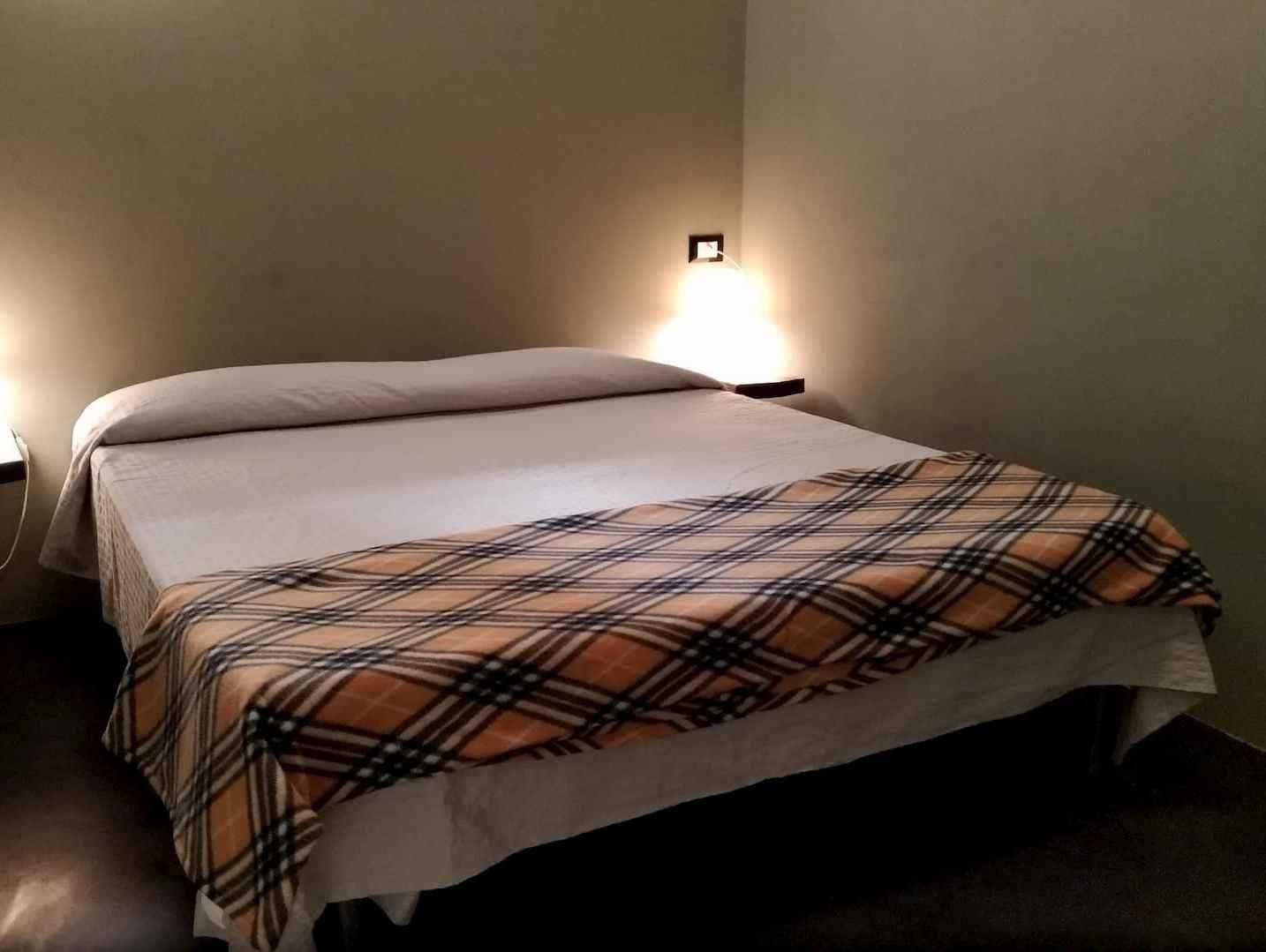La camera da letto matrimoniale al piano superiore di Casa A... Volte