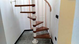 La scala a chiocciola per il terrazzo di Casa Clementi