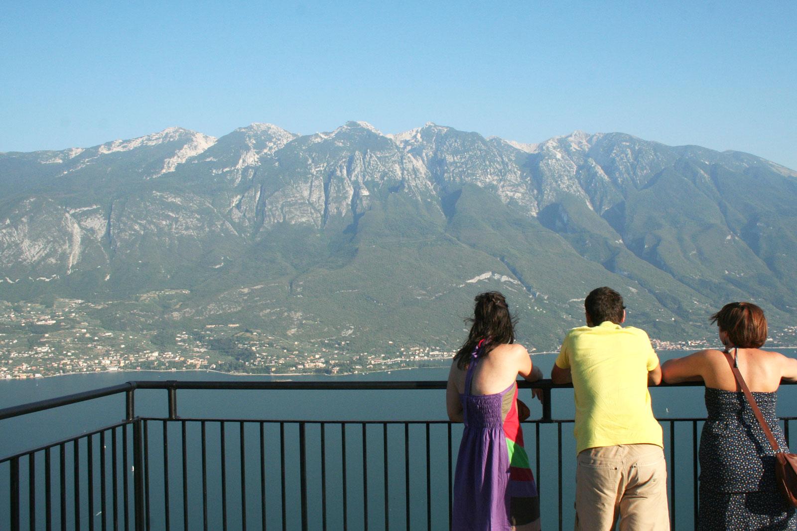 Il-Monte-Baldo-visto-dalla-terrazza-del-Brivido - Scriciol Urlaub ...