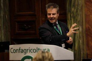 AgroNetwork News - Marco Marcatili propone un nuovo approccio per piani industriali sostenibili.