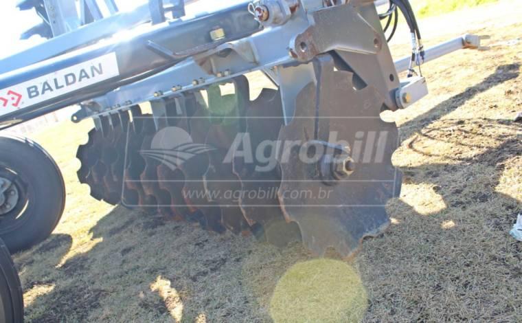 Grade Niveladora Controle Remoto Articulada NVAP 48 x 22″ x 3,5 x 175 mm / com Discos Recortados – Baldan > Nova - Grades Niveladoras - Baldan - Agrobill - Tratores, Implementos Agrícolas, Pneus