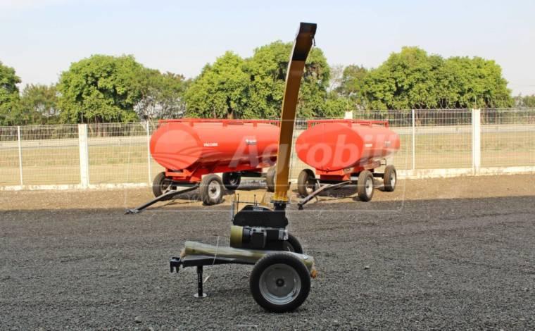 Ensiladeira JF 50 Maxxiun / Tipo Reboque > Nova - Ensiladeira - JF - Agrobill - Tratores, Implementos Agrícolas, Pneus