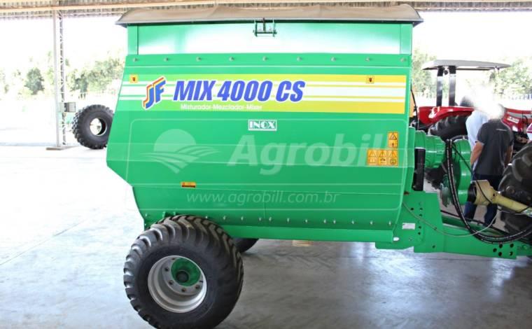 Vagão Misturador de Sal Concentrado JF Mix 4000 CS INOX com Balança > Novo - Vagão Misturador - JF - Agrobill - Tratores, Implementos Agrícolas, Pneus