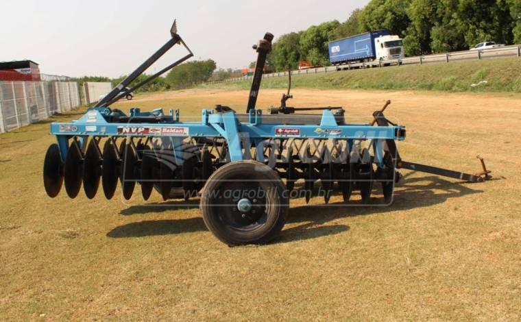 Grade Niveladora NVP 36 x 20″ x 175 mm / com Pneus – Baldan > Nova - Grades Niveladoras - Baldan - Agrobill - Tratores, Implementos Agrícolas, Pneus