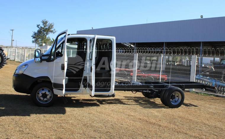 Caminhão IVECO Daily 70C16HD modelo Massimo para 7 Toneladas de PBT ano 2012 - Veículos - Iveco - Agrobill - Tratores, Implementos Agrícolas, Pneus